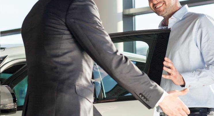 Fontos üzleti partnert vár? Alapozza meg a körülmények színvonalát sofőrös autókölcsönzéssel!